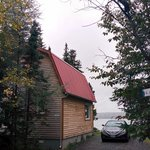parking and the water view, chalet 6 - Le sous-bois