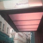 Foto de Longin Center - Marriott Executive Apartments