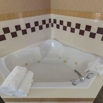 Deluxe King Suite Whirlpool Tub