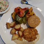Crab cake & corn bread, delicious!