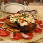Keftedes (meatballs) with tomatoes, yoghurt and pita bread