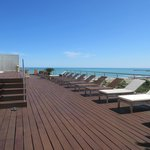 roof top sundeck and 3 hot tubs