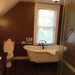 Vista Lago- upstairs bathroom