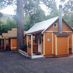 Sleepy Hollow Cabins and Hotel resmi
