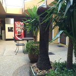 Photo de Americas Best Value Inn & Suites - San Francisco Airport