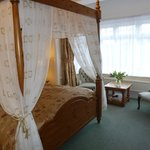 Forest View Room (king-size four poster bed)