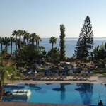 Photo de Cavo Maris Beach Hotel