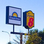Super 8 Colorado Springs Airport resmi