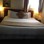 Wonderful comfy 6' wide bed at Kings Hotel, Masham
