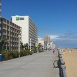 Holiday Inn Express Hotel & Suites Virginia Beach Oceanfrontの写真