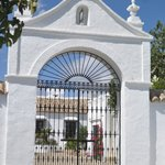 The beautiful front gate with the cortijo inside.