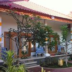 Foto de Nusa Indah Bungalows Surfer Beach Cafe