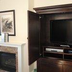 Flat screen TV and multiple HBO channels available