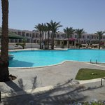 Photo de Coral Beach Rotana Resort Tiran