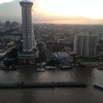 Royal Orchid Sheraton Hotel & Towers resmi