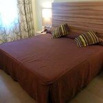 Extra large bed room 515
