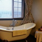 Siwash Suite Bathroom