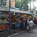 The many stalls atop Maokong mountain