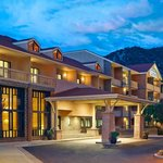Welcome to Glenwood Hot Springs Lodge