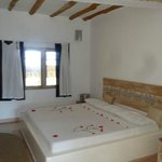 nice big room, decorated bed (112862154)
