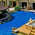 Boracay Regency Beach Resort & Spa resmi