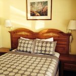 queen bed with nice linens