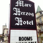 Photo de The Marv Herzog Hotel