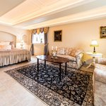 Beautiful and spacious suite with jacuzzi
