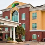 Holiday Inn Express & Suites Woodwayの写真