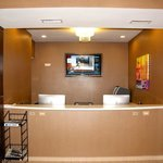 Photo de Holiday Inn Express and Suites St. Louis NW-Hazelwood