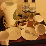 dirty mugs and plates provided in room