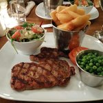 Sirloin steak very nice couldn't fault the food and staff were fantastic great pub and great foo