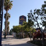 Best Western banner, view from the street