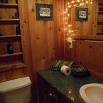 Bathroom in Bear's Den - Decorated With Bears