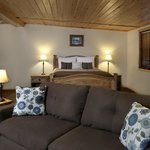 Deluxe Cottage w Pillow top Mattresses