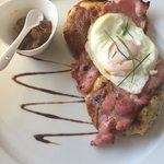 Welsh Rarebit, crispy bacon and a soft fried egg with homemade chutney