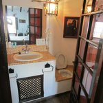 Bathroom with ceiling pull chain