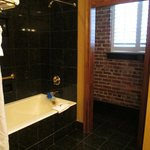 Spacious Bathroom, Palmetto Suite