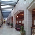 Hall del Hotel Golden Crown, en Nazareth (Israel)
