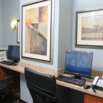 Foto de Holiday Inn Express & Suites - W Tilghman Street