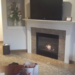 South Honeymoon Suite 840 Fireplace/Tv in sitting area