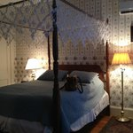Queen bed in the Whirlpool suite in the Captain West Housoe