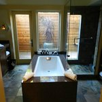 One Bedroom Lodge Bath and Outdoor Shower