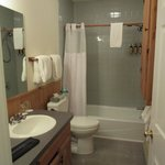 Macoun cottage bathroom