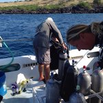 Captain Steve helping Jamie into the water with his gear.