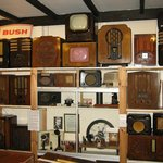 FINE COLLECTION OF OLD RADIOS