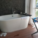 Bathtub at the balcony?  Great idea!