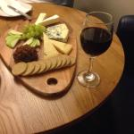 Cheeseplatter for 2 + great wine