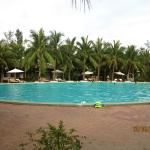 Photo de Lang Co Beach Resort