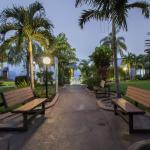 Benches along the walkway at Rodeway Inn and Suites Fort Lauderdale